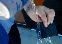 Motorola RAZR pasa la prueba de agua (Vídeo)