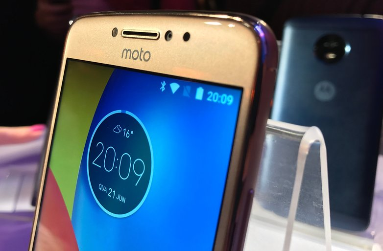 Moto e4 plus clock widget