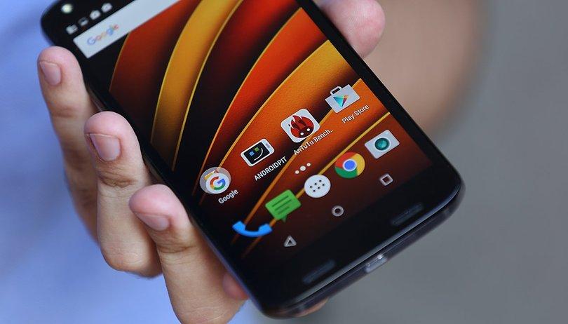 Más vídeos probando la resistencia de la nueva pantalla de Motorola