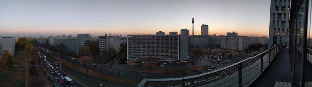 Une jolie vue de Berlin au coucher du soleil.