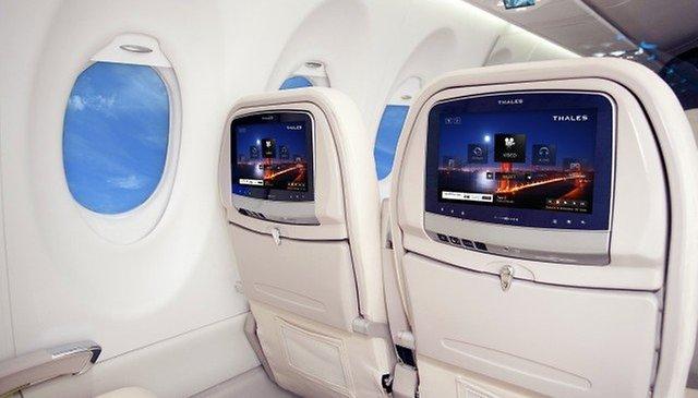 Boeing presenta i tablet per il suo nuovo 787 Dreamliner