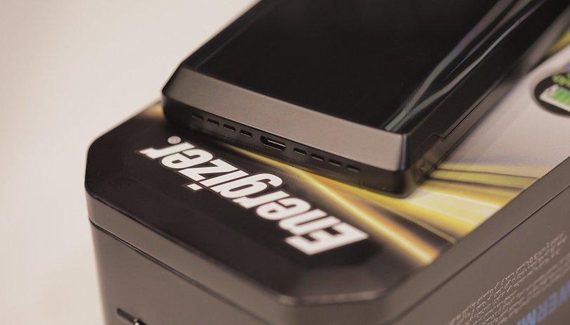 Cet appareil est à la fois un smartphone et une batterie externe !