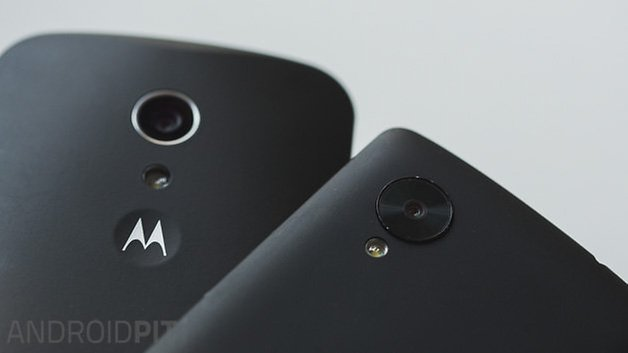 MotoG vs Nexus5 back close up