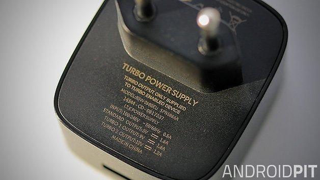 motorola quick charger nexus 6 close up
