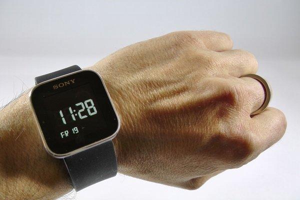 test de sony smartwatch montre android pratique ou. Black Bedroom Furniture Sets. Home Design Ideas