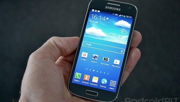 Apple or Samsung: Galaxy S4 Mini vs Apple iPhone 4S