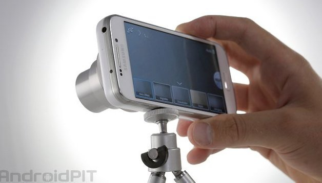 Samsung Galaxy S4 Zoom: Camera with a phone on the back