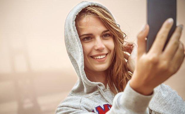 selfie shutterstock 172002716