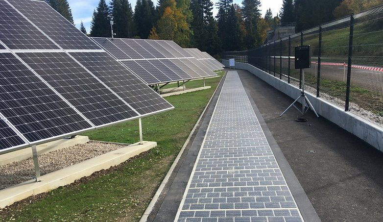 solar panel vs solar street wattway 01