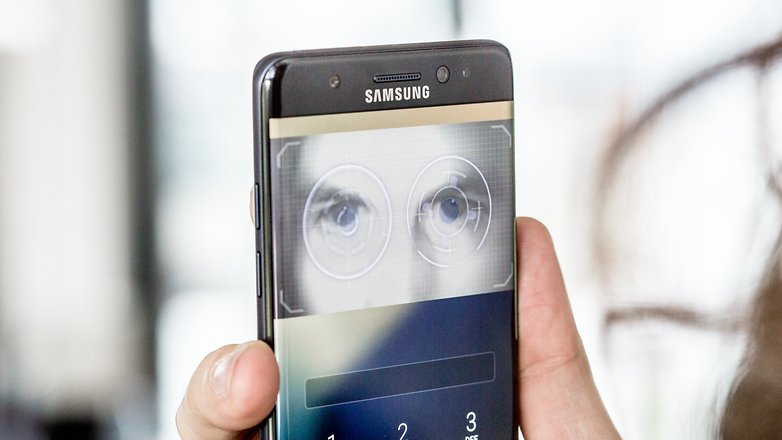 AndroidPIT samsung galaxy iris scanner