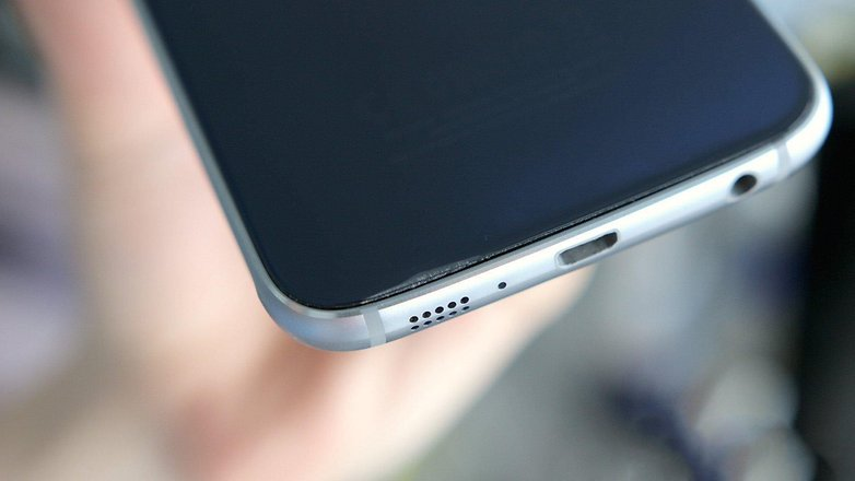 AndroidPIT samsung galaxy s6 back taking off 14