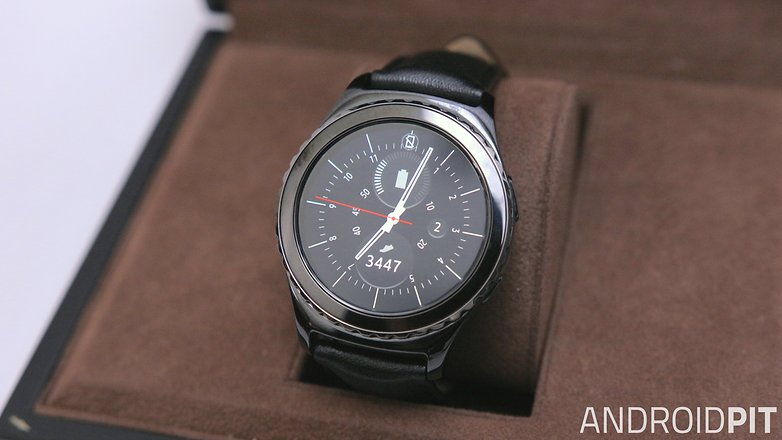 Moto 360 (2015) vs Samsung Gear S2 comparison: wristy business ...