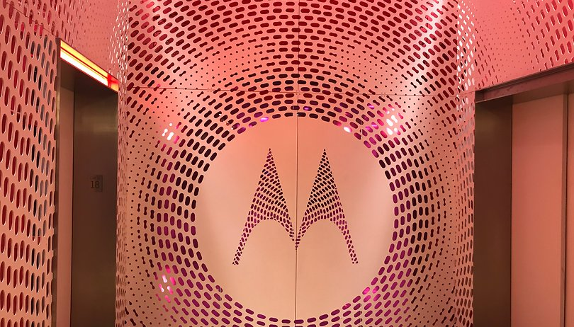 Poll: What can Motorola do to win over the US?