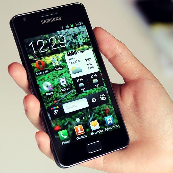 600px Samsung Galaxy S II in hand
