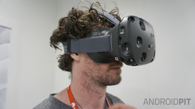 AndroidPIT HTC Vive VR headset side view wearing