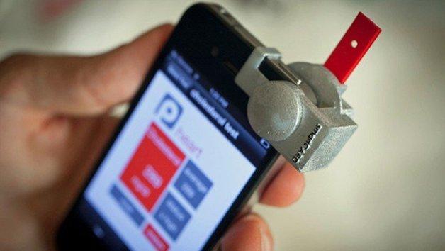 acessorio em conjunto com aplicativo transforma smartphones em medidores de colesterol no sangue