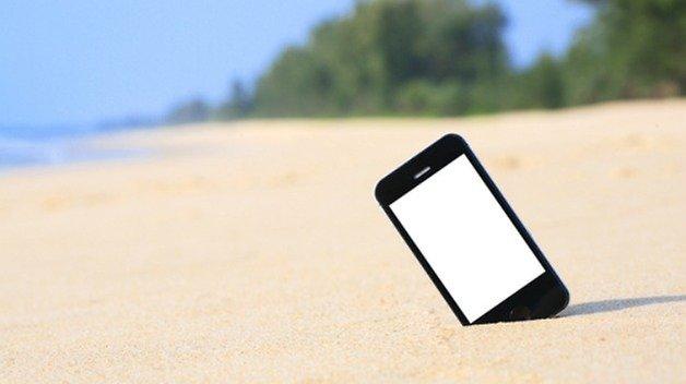 beach smartphone