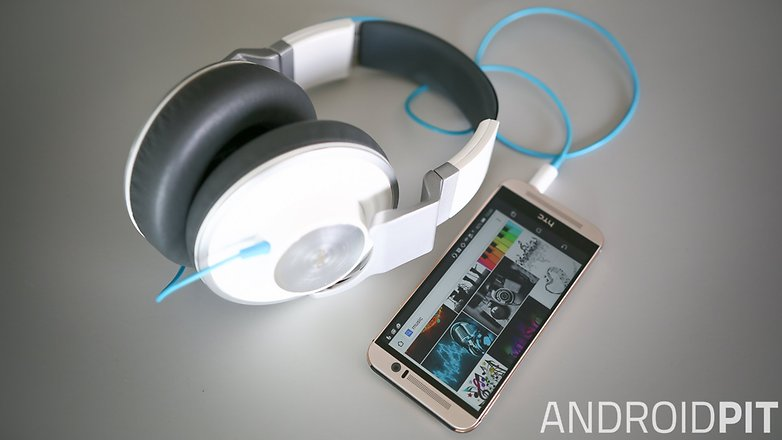 music smartphone headphones