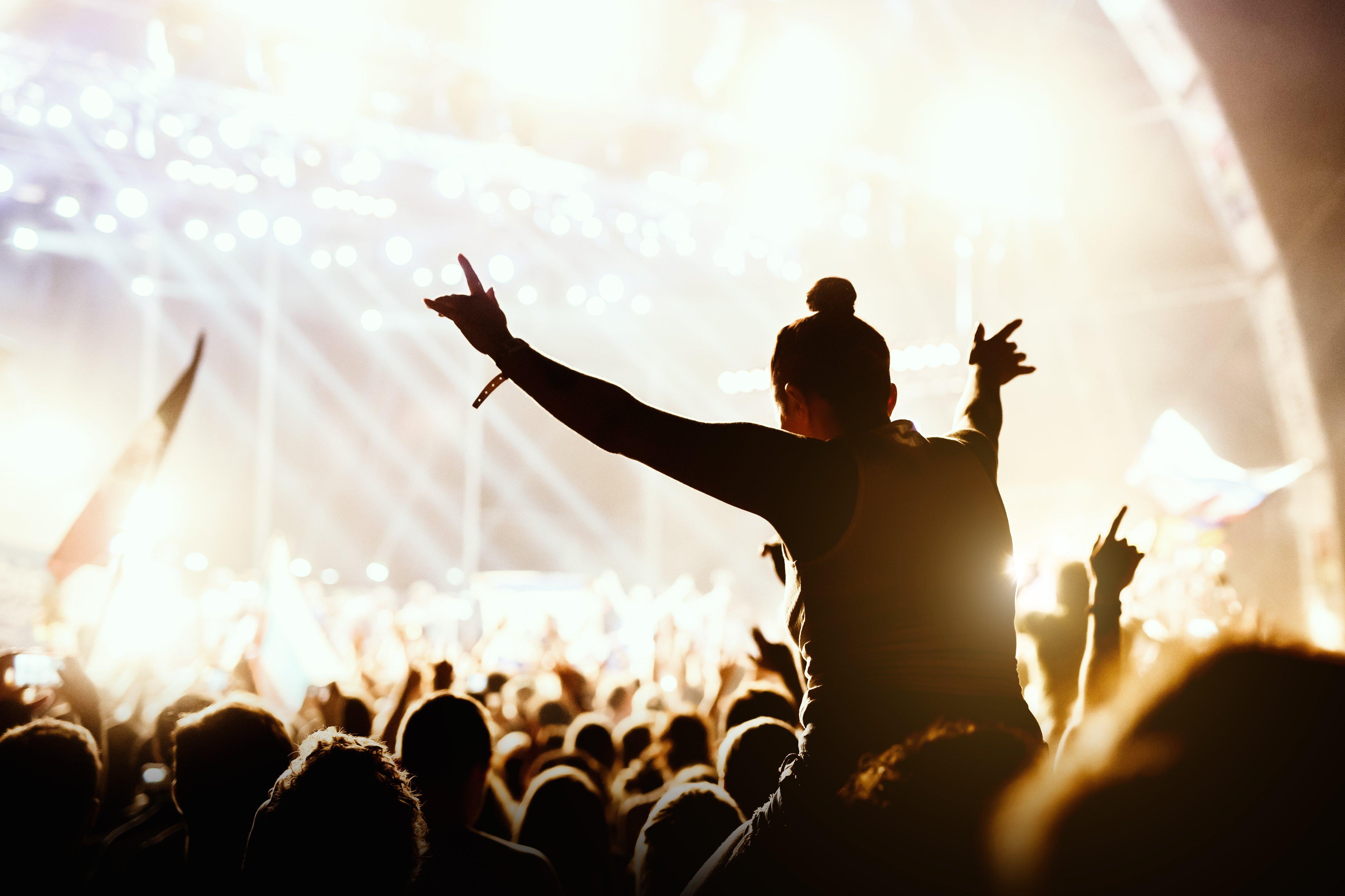 Concertos sem smartphones: é mais divertido e ainda possível