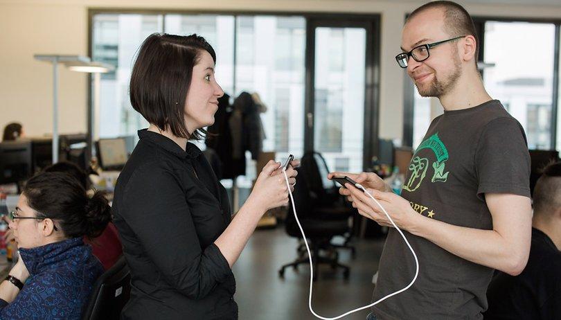 Esqueça o USB Type-C, o futuro do carregamento entre smartphones é Wireless