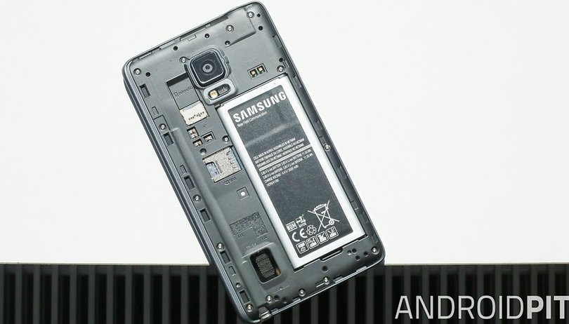 Come scaricare la batteria dello smartphone più velocemente (e perchè)