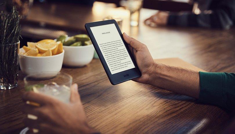 Amazon lança Kindle mais simples com luz na tela por R$ 349