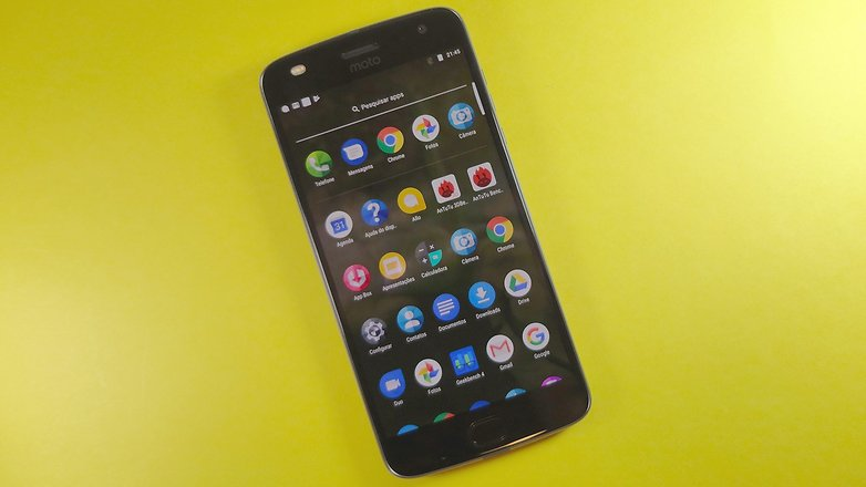 moto z2 play review screen icons