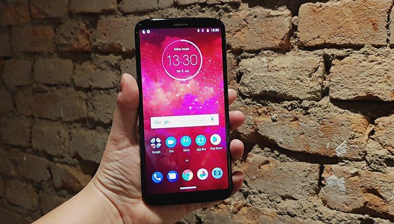 Motorola Moto Z3 Play ausgepackt und angefasst