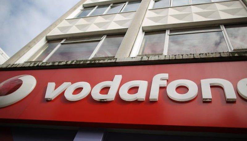 Vodafone pretende atuar no Brasil comprando a Vivo, a Tim ou a Claro