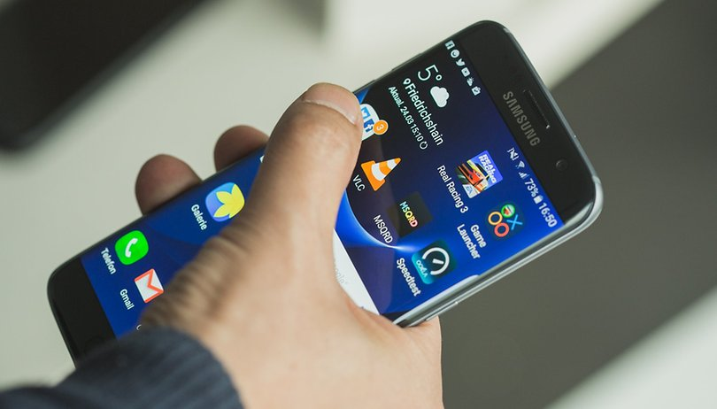Samsung Galaxy S7 Edge: una linea rosa compare sul display