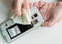 Smartphone tombé dans l'eau : que faire ? Voici les gestes qui sauvent ! [Vidéo]