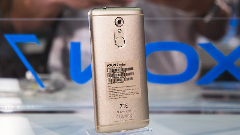 IFA 2016 zte AndroidPIT Axon 7 mini hands on 9456