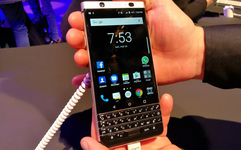 AndroidPIT BlackBerry KEYone front blurry less