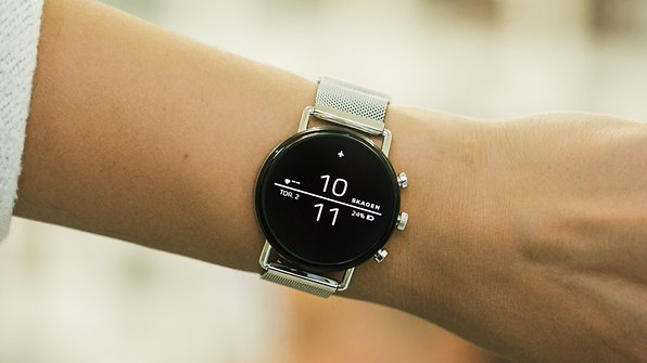 b2eae2f4194ae Fossil  Die schönsten Smartwatches für sie und ihn