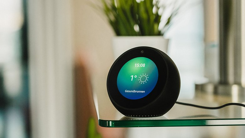 test de l 39 amazon echo spot la visioconf rence en petit. Black Bedroom Furniture Sets. Home Design Ideas