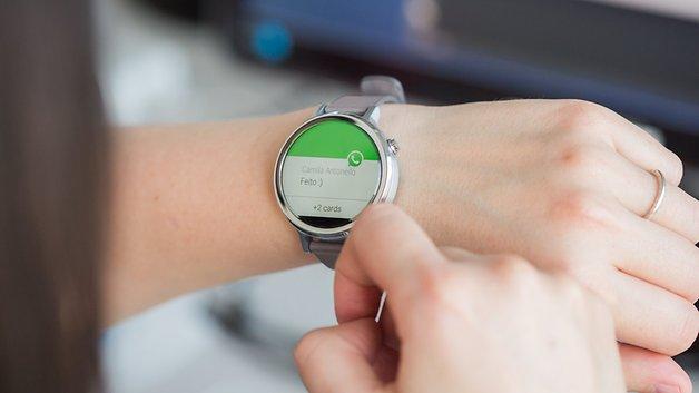 Répondre à un message WhatsApp est possible depuis les débuts d'Android Wear.
