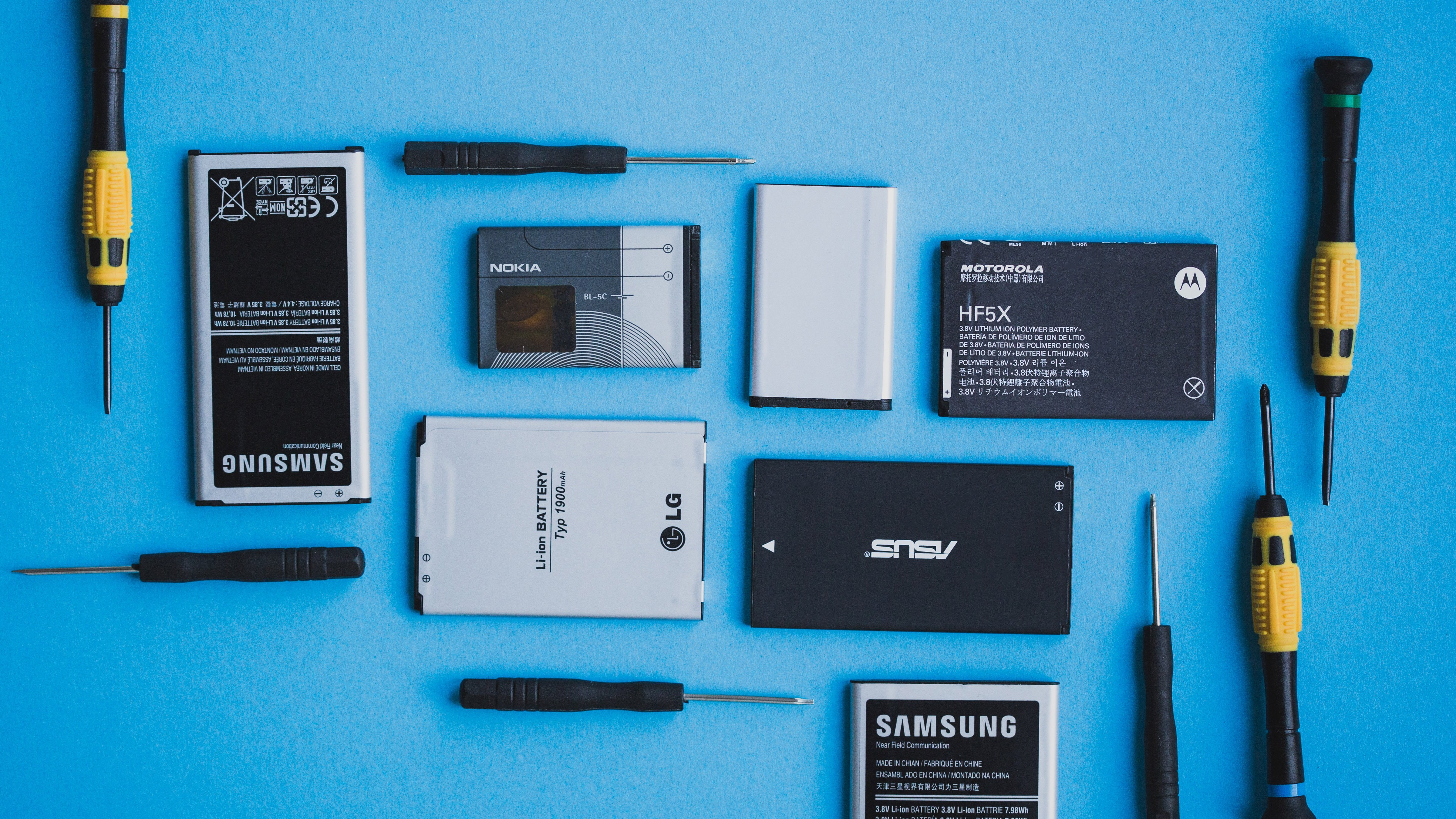No You Don T Need A Smartphone With A Removable Battery Androidpit