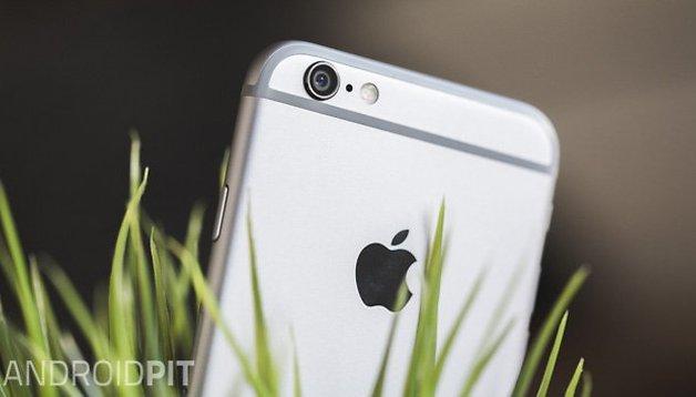 Perché un solo iPhone costa quanto tre Android?