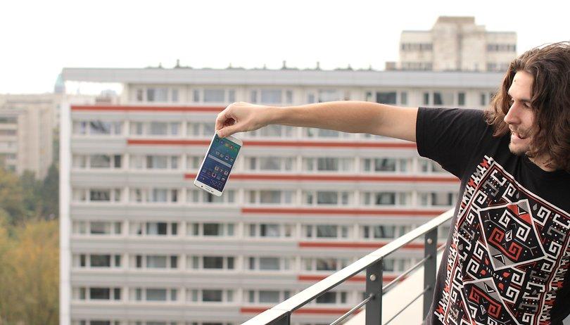 Extreme Phone Pinching: il nuovo trend idiota (o divertente) che mette in pericolo gli smartphone!