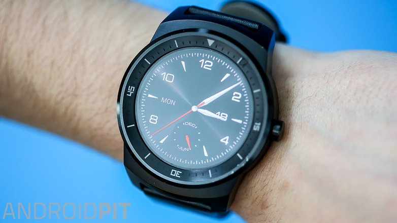 LG G Watch R smartwatch display