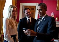 [Picture] Obama Only Mildly Amused by HTC Evo 3D