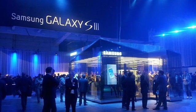 Samsung Pop-Up Shops Directly Challenge Apple Stores
