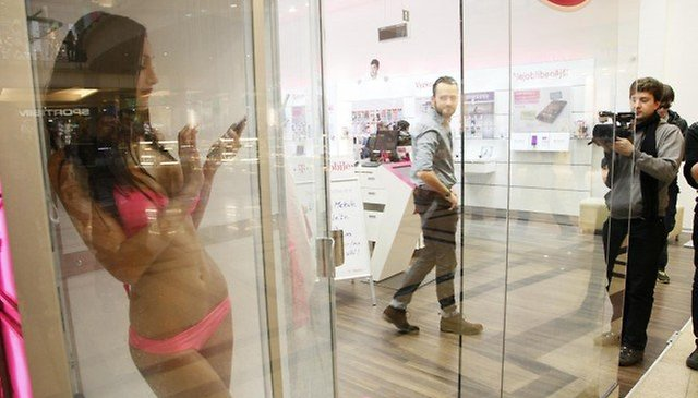 Sony Hires Models to Shower with the Xperia Z