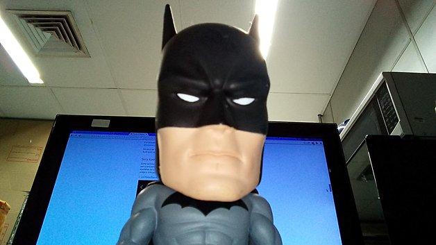 Batman tirando selfie com câmera frontal