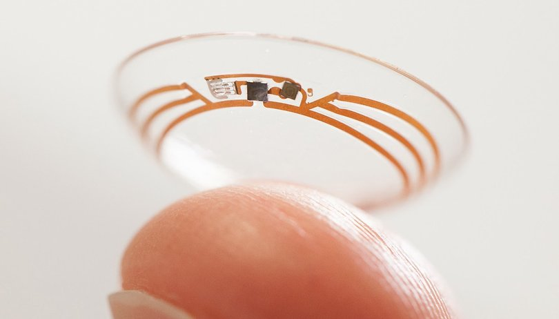 With this contact lens you can zoom in with a wink