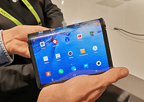 Piegare uno smartphone pieghevole dalla parte sbagliata non è una buona idea
