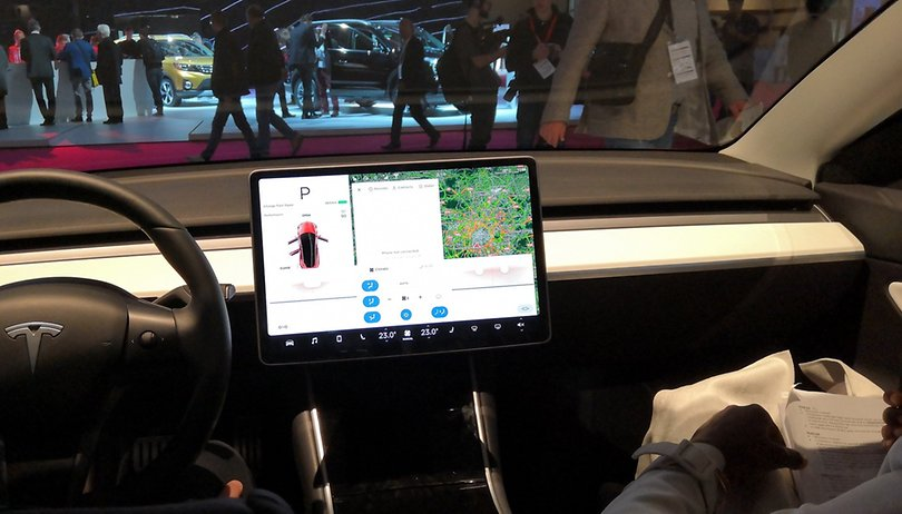 Musk non scherza: Netflix e YouTube in arrivo sulle vetture Tesla