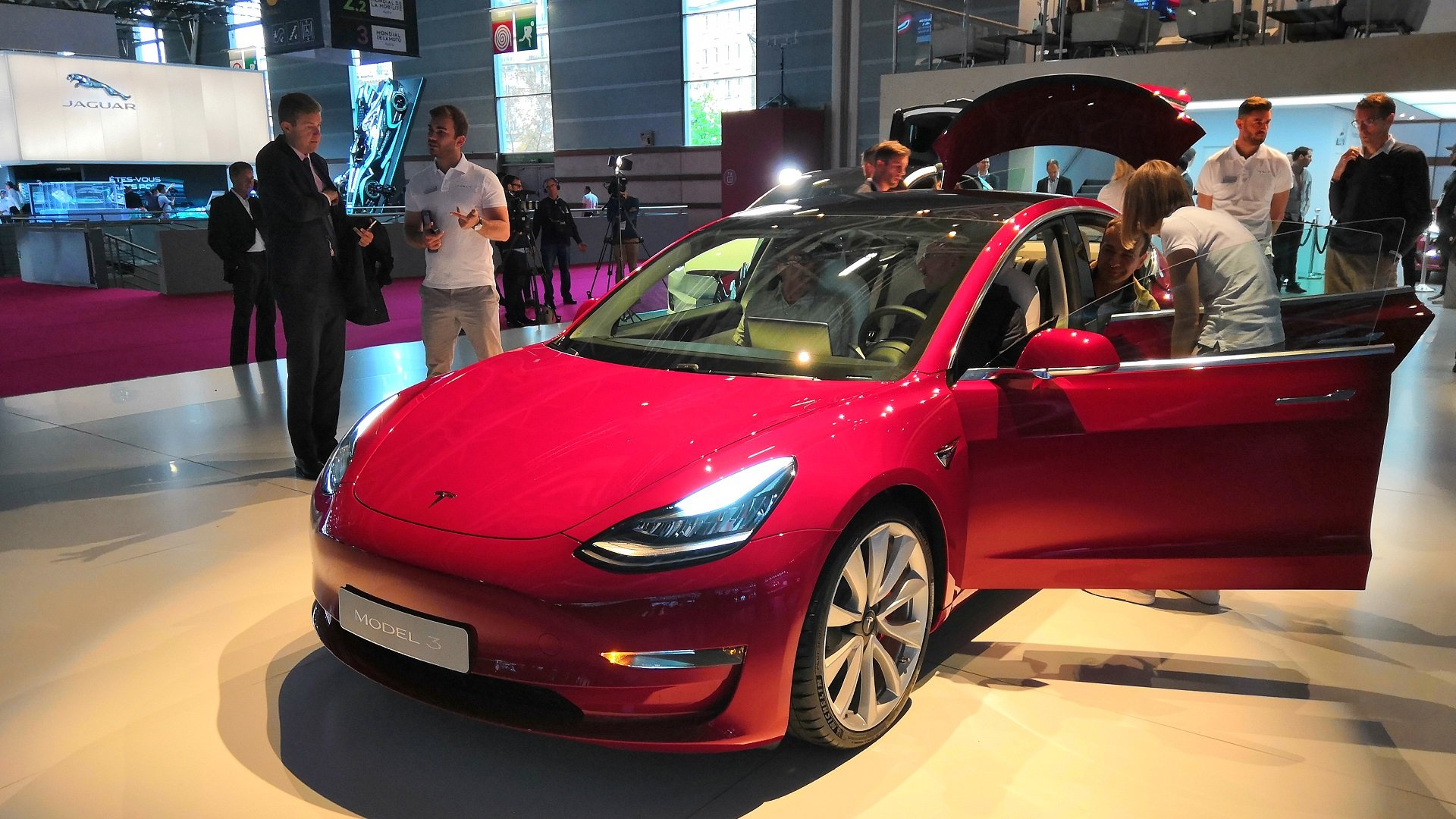 tesla model 3 sa date de sortie et ses tarifs enfin connus androidpit. Black Bedroom Furniture Sets. Home Design Ideas
