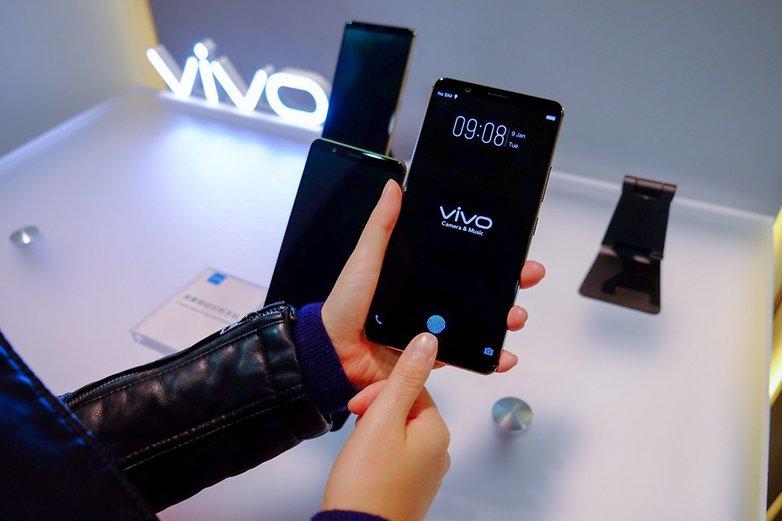 Vivo smartphone with in display fingerprint scanner CES 2018 1