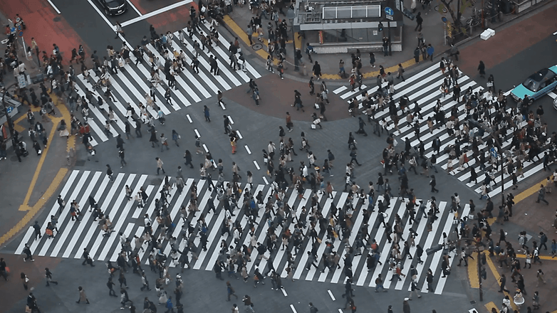 anonymous people pedestrian cross aerial view tokyo busy street shibuya crossing 4vftdneix F0000
